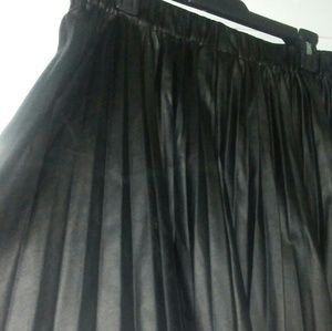 attention Skirts - Black faux leather skirt